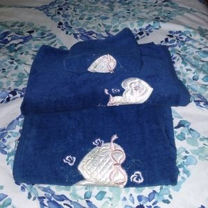 Set Of 3 Blue Bathroom Hand Towels With Hearts New